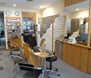 Verkaufsraum des Augenoptik-Fachgeschäfts Optik Bergen